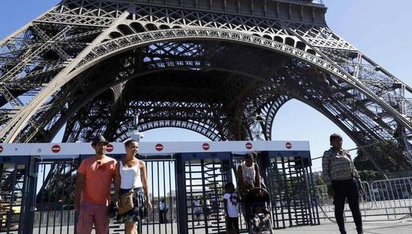Francia: Huelga masiva afecta a trenes, Torre Eiffel
