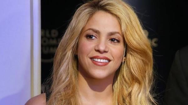 """Shakira movió sus caderas en adelanto del video de """"Deja Vu"""""""