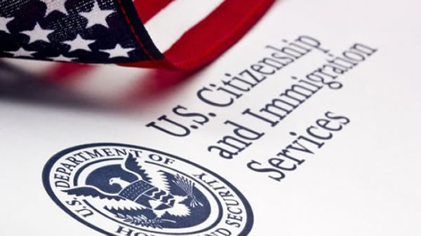 """USCIS publica los 15 nuevos formularios para aplicar regla de """"carga pública"""" a inmigrantes"""
