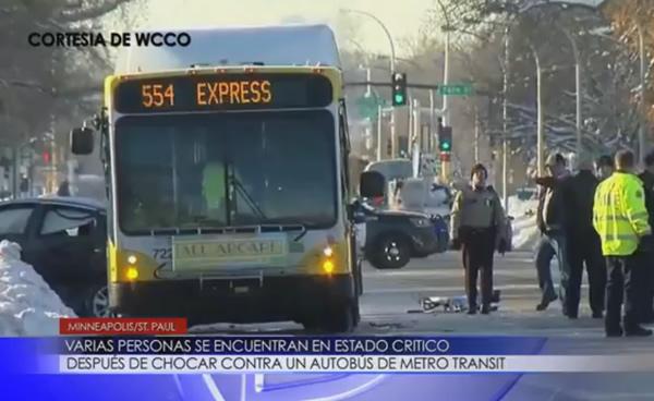 Varias personas en estado crítico por choque con autobús de Metro Transit
