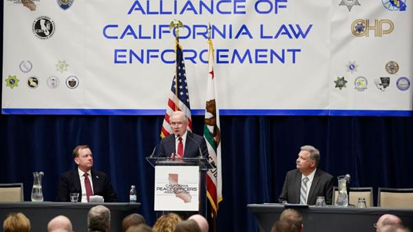 """Renuncia portavoz de ICE por """"800 fugados"""" en San Francisco"""