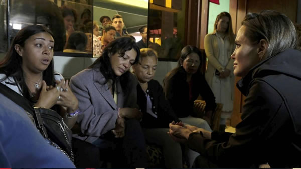 La actriz Angelina Jolie visita Perú para reunirse con refugiados venezolanos