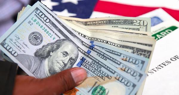 """¿Por qué ahora será mejor que un inmigrante tenga $10,000 dólares al aplicar por """"green card""""?"""