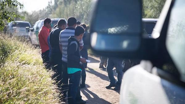 Patrulla Fronteriza detiene a más de 400 inmigrantes en 5 minutos
