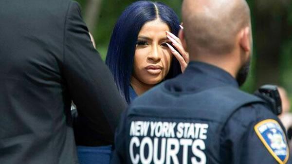 Cardi B se declara inocente de nuevos cargos por riña