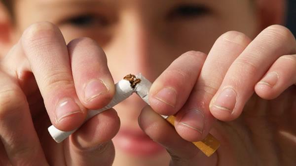 Nueva York aumenta la edad mínima para fumar de 18 a 21