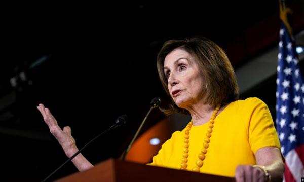 Pelosi pide a demócratas de la Cámara proceder con juicio político a Trump