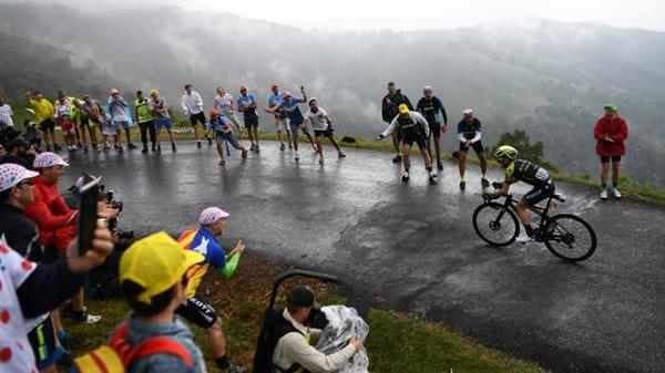 Yates repite triunfo en el Tour, Alaphilippe resiste pero muestra sus límites