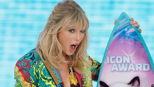 Taylor Swift hace poderosa súplica en su discurso en Teen Choice Awards