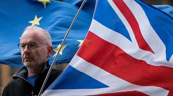 """Reino Unido y la UE alcanzan in extremis """"excelente"""" acuerdo del Brexit"""