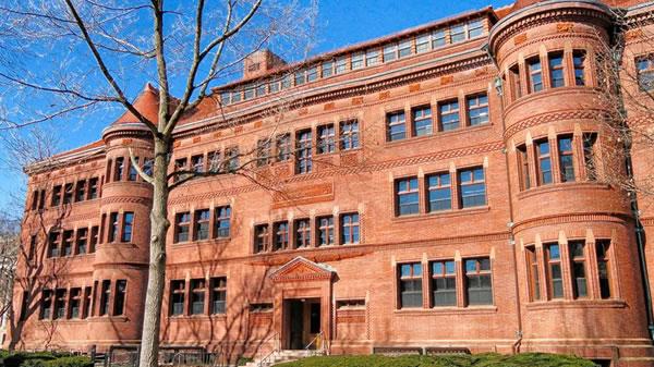 Hombre armado siembra el pánico en la universidad de Harvard