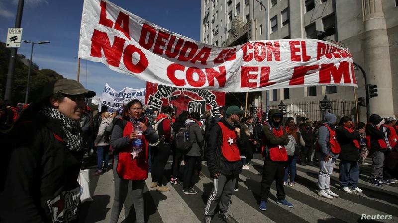 Argentina inicia conversaciones con FMI para acordar nuevo programa