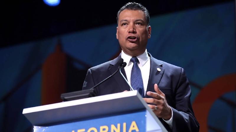 Alex Padilla será el primer latino en presidir el subcomité de inmigración del Senado