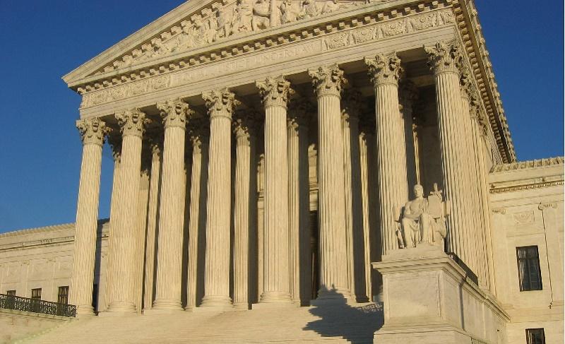 La Corte Suprema exige a inmigrantes demostrar que merecen perdón de deportación