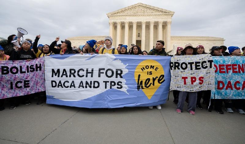 Proyecto de ley que facilitaría ciudadanía a beneficiarios DACA, TPS y DED vuelve al Congreso