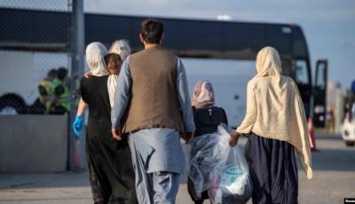 Refugiados afganos llegan a Canadá