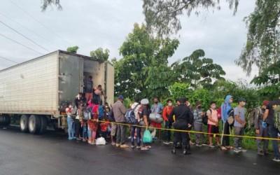 Haitianos abandonados en contenedor